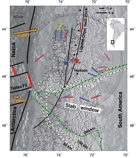 Source-Side Shear Wave Splitting and Upper Mantle Flow in the Chile Ridge Subduction Region